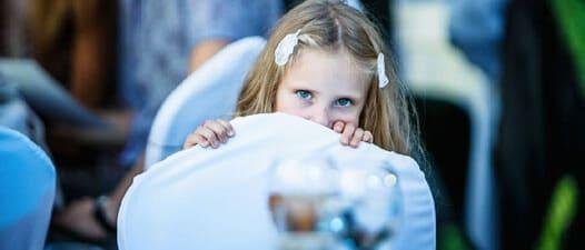 Девочка с голубыми глазами и светло-русыми волосами