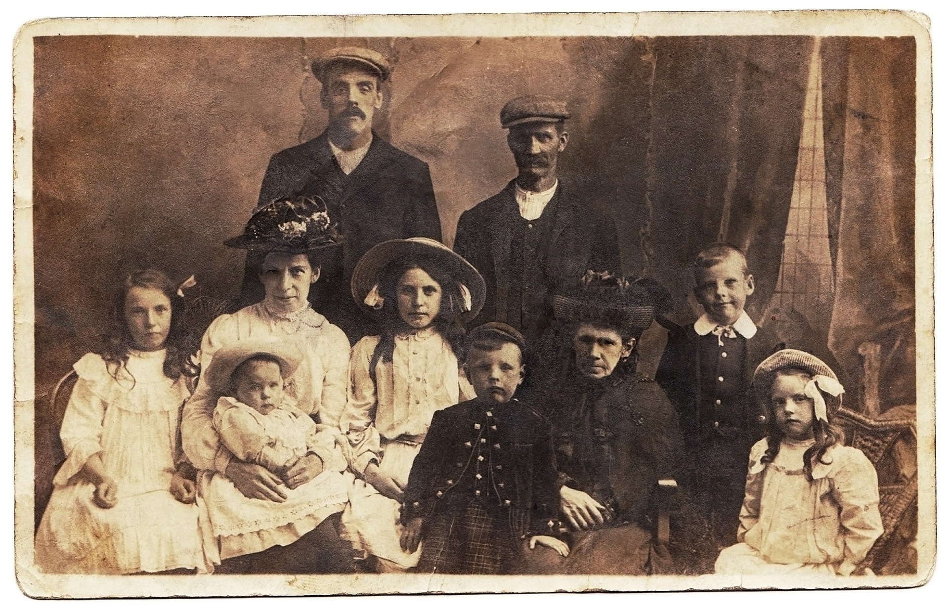 family-portrait-613968_1920