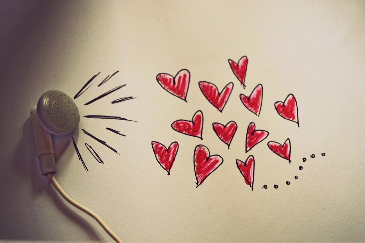 Наушник и сердечки
