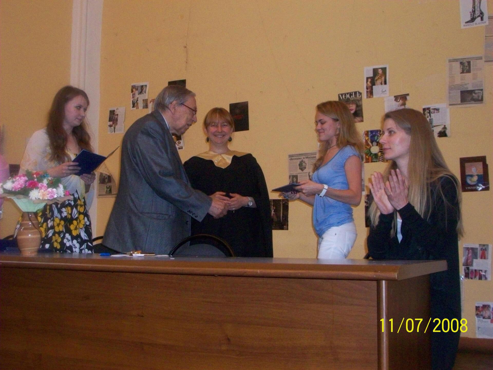Вручение диплома МГУ Олеси Кашицыной