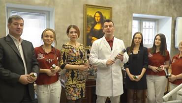 Новогоднее поздравление для клиентов Dental Clinic Dr. Kurov