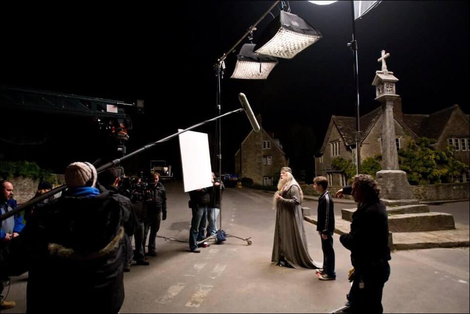 Пока режиссер делает фильм, фотограф делает фото