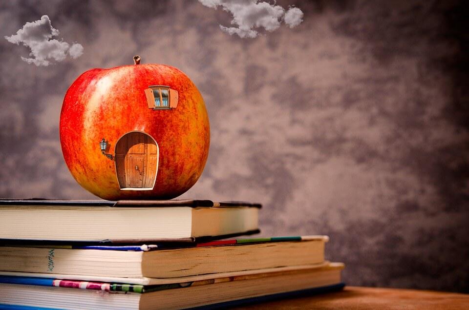 Дом в виде яблока