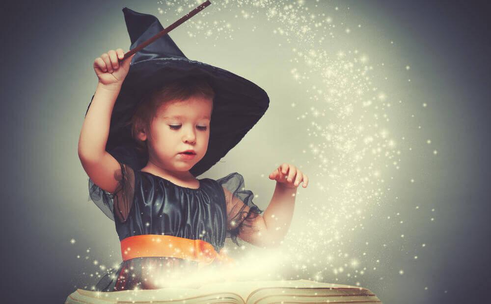 Девочка в волшебной палочкой