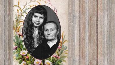 Бабушка и внучка. Черно-белая фотография