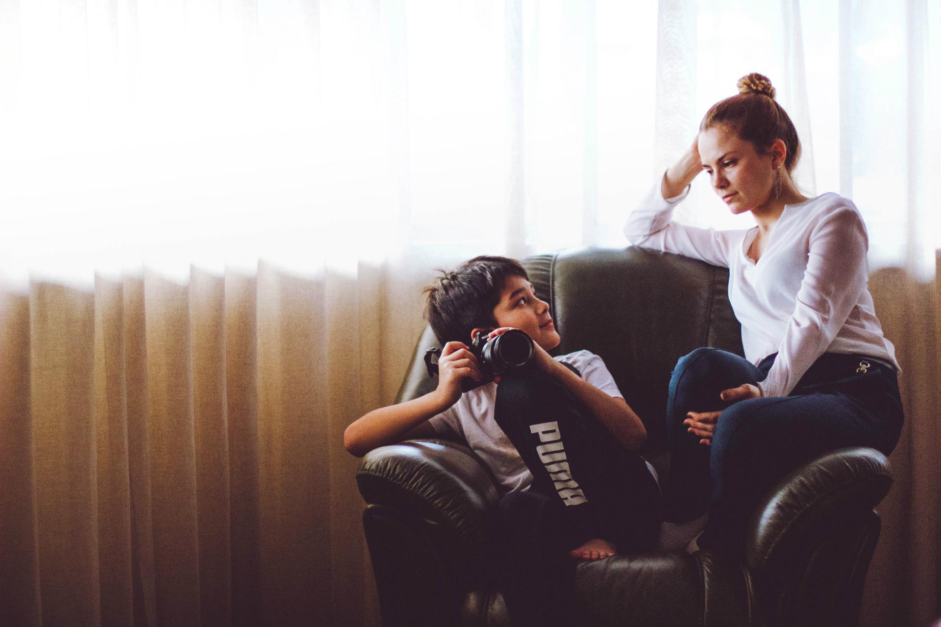 Сын снимает родителей