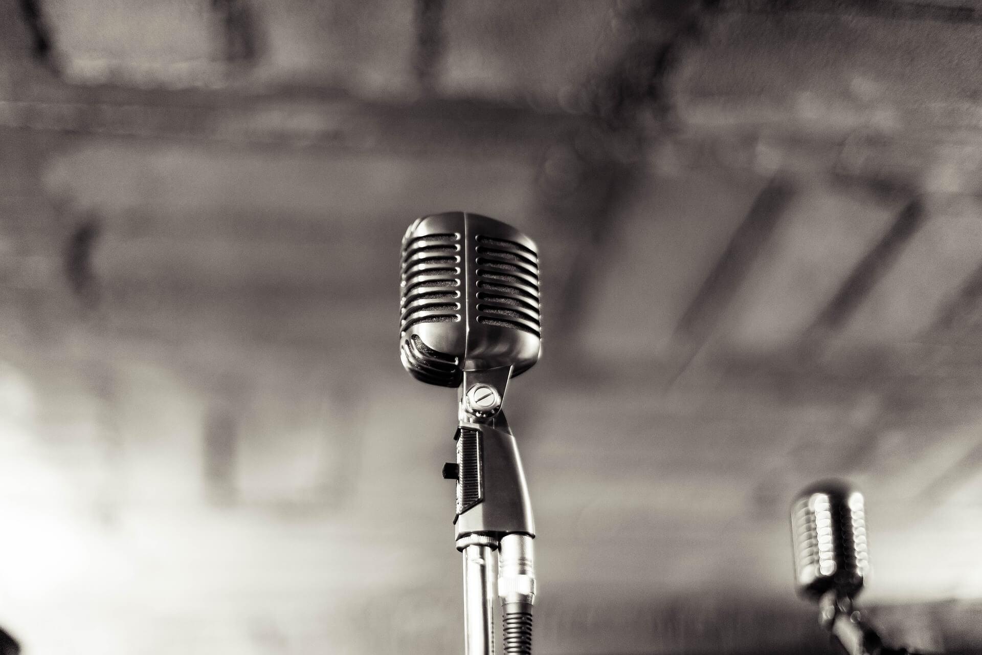 Микрофон в ретро-стиле