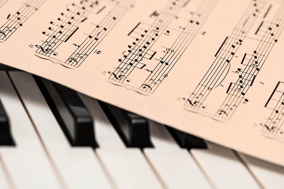 Как сделать так чтобы музыка менялась 990