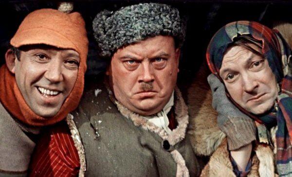 Самогонщики — трое, зацикленные на изготовлении самогона. Советская классика