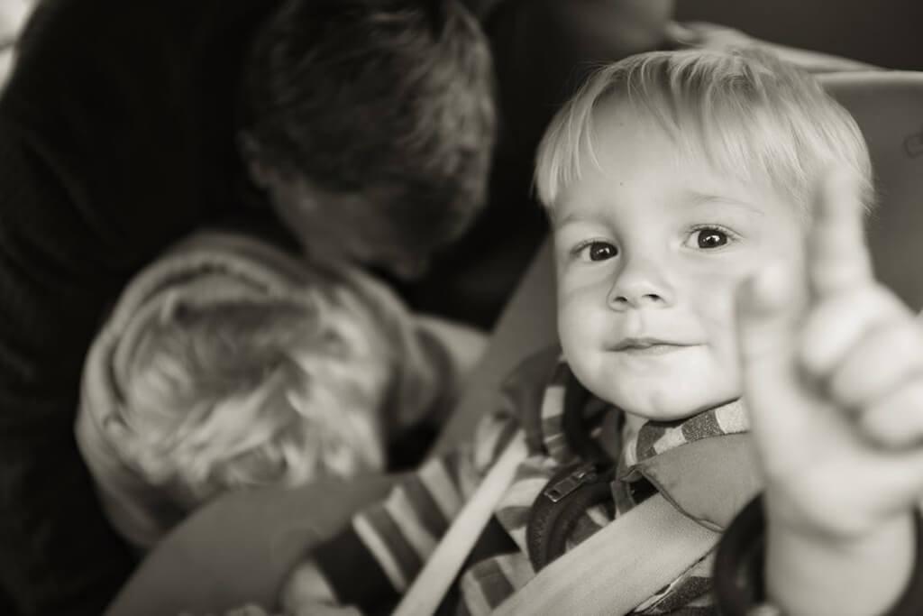 Черно-белая фотография ребенка